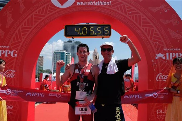 Australian triathlete triumphs at IPPGroup Challenge Vietnam hinh anh 1