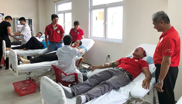 Blood donation campaign held in Thua Thien-Hue, Cao Bang hinh anh 1