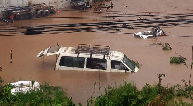 Vietnamese tourists stuck due to landslides in Nepal taken to capital hinh anh 1