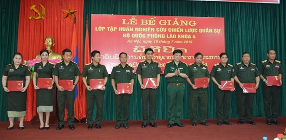 Fourth military strategy course for Lao army concludes hinh anh 1