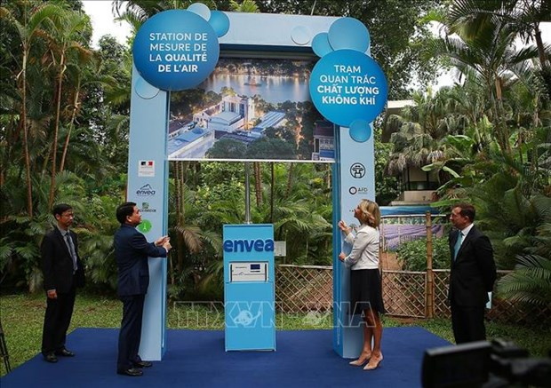Hanoi's 11th air monitoring station installed at French Embassy hinh anh 1