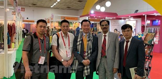 Vietnamese firms join India International Silk Fair hinh anh 1
