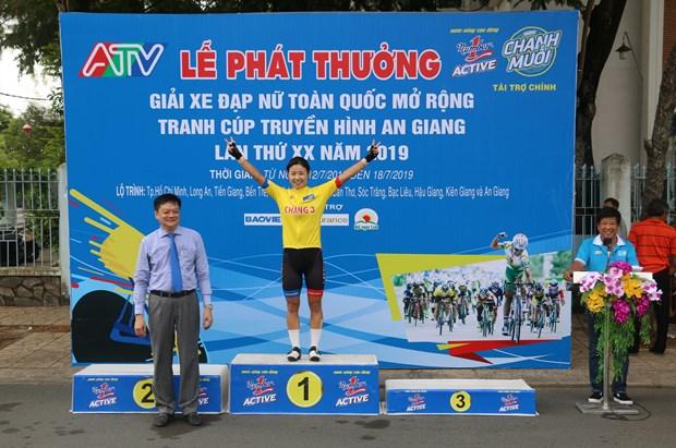 Korean cyclist wins third leg of An Giang TV cup's women tournament hinh anh 1