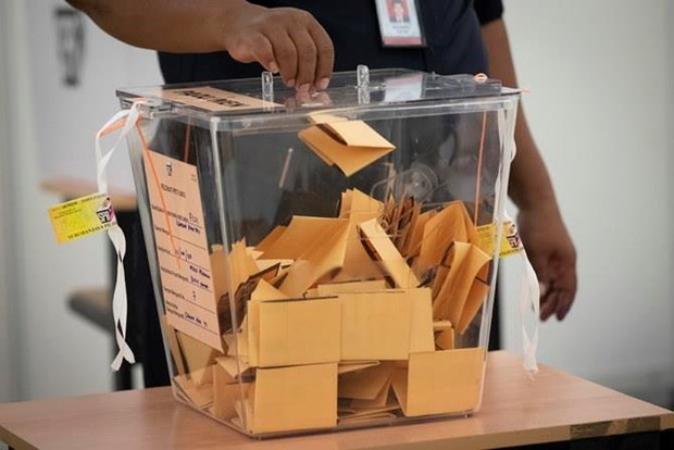 Malaysia lowers voting age from 21 to 18 hinh anh 1