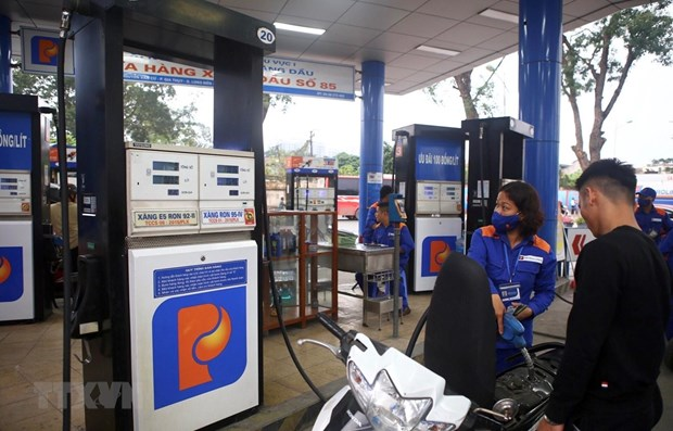 Petrol prices rise over 700 VND per litre hinh anh 1