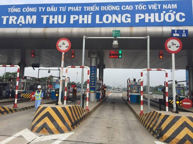 PM asks for acceleration of non-stop toll collection implementation hinh anh 1