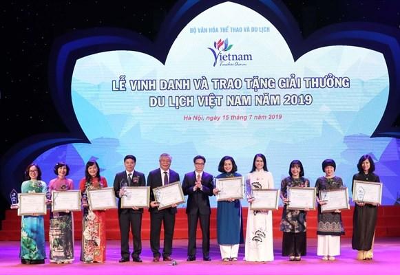 Winners of Vietnam Tourism Awards 2019 honoured hinh anh 1