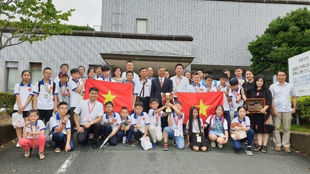 All Vietnamese students to mathematics contest in Japan win prizes hinh anh 1