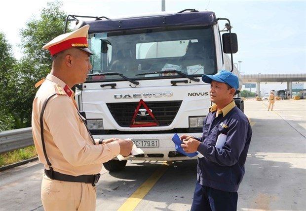 Traffic police launch vehicle inspections nationwide hinh anh 1