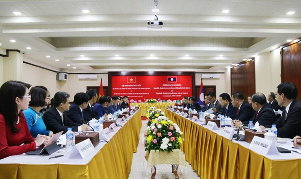 Government Offices of Vietnam, Laos step up cooperation hinh anh 1