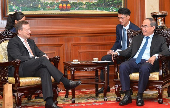 Ho Chi Minh City's official receives French ambassador hinh anh 1