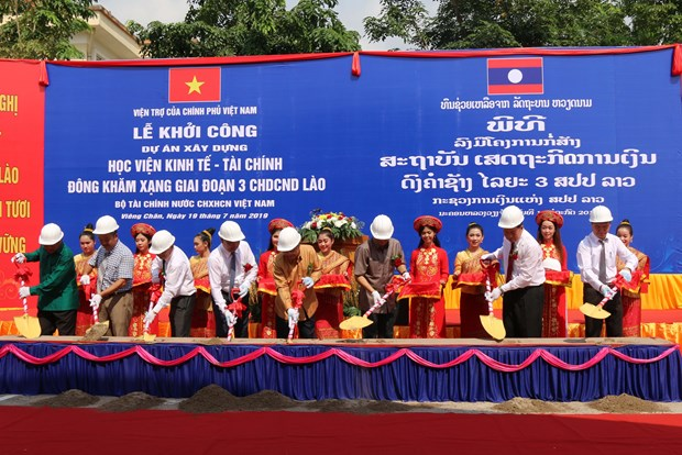 Vietnam helps Laos build economics-finance academy hinh anh 1