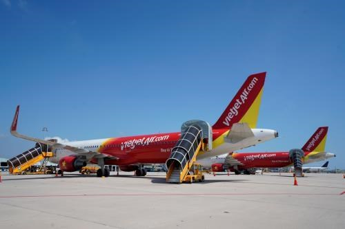 Vietjet Air reschedules flights to Busan due to Typhoon Danas hinh anh 1