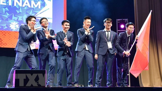 Vietnam win two golds, four silvers at Int'l Mathematical Olympiad hinh anh 1