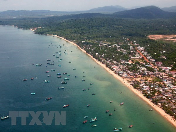 Phu Quoc island lures over 2.2 million visitors so far hinh anh 1