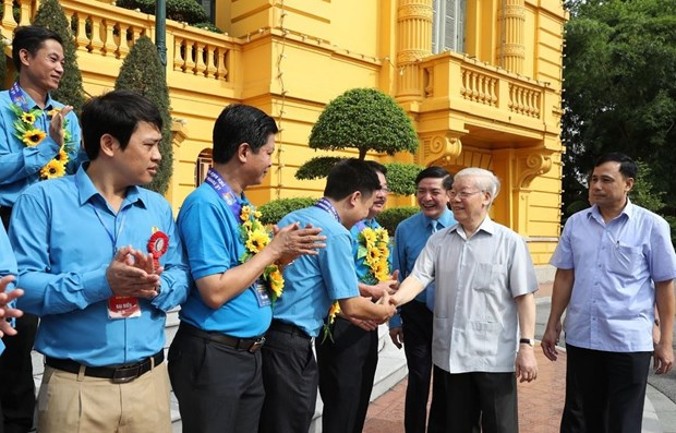 Party, State leader meets outstanding trade union leaders, officials hinh anh 1