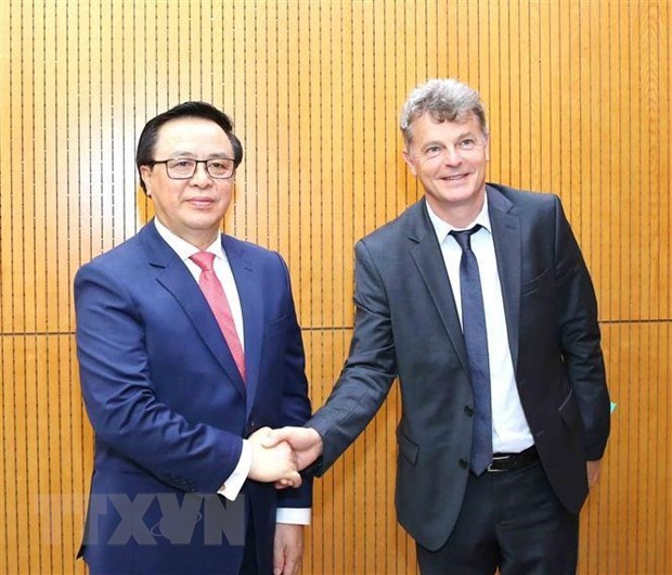 French communist party officials visit Vietnam hinh anh 1