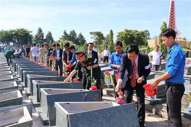 Long An lays to rest martyrs from Cambodia hinh anh 1