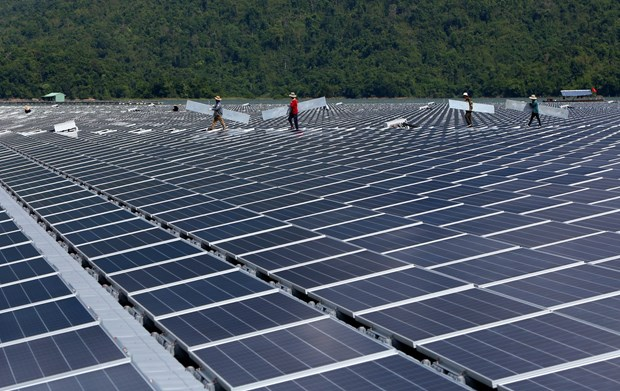 Promoting renewable energy an urgent requirement: experts hinh anh 1