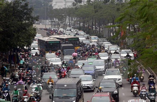 Fewer road crashes but more traffic jams in H1 hinh anh 1