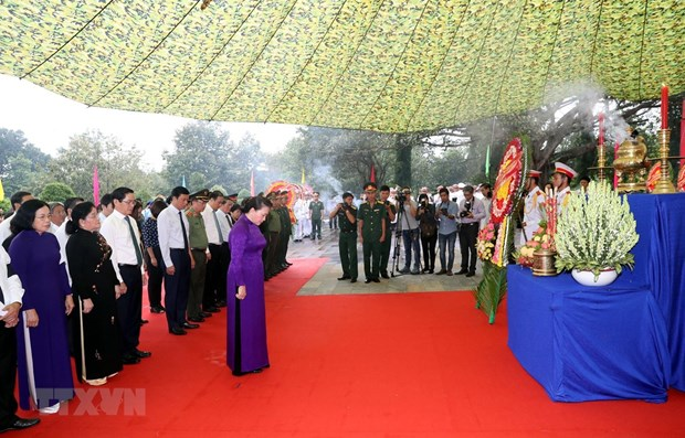 Tay Ninh ceremony lays martyrs' remains from Cambodia to rest hinh anh 1