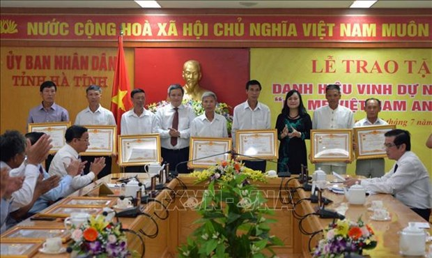 Revolution contributors honoured on Martyrs' Day occasion hinh anh 1