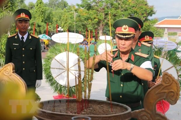An Giang lays martyrs from Cambodia to rest hinh anh 1