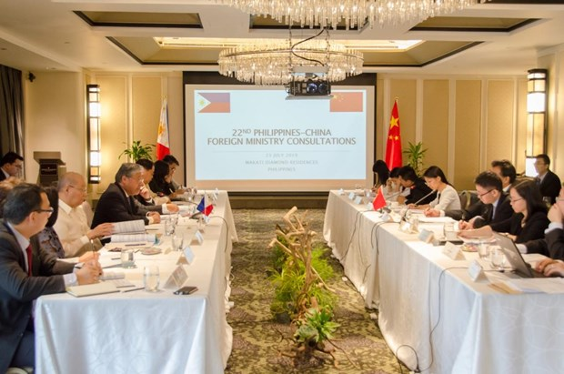 Philippines, China hold foreign ministry consultations hinh anh 1