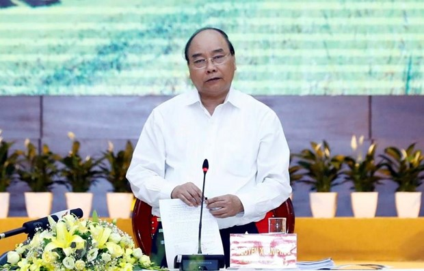 PM talks socio-economic development with localities' leaders hinh anh 1