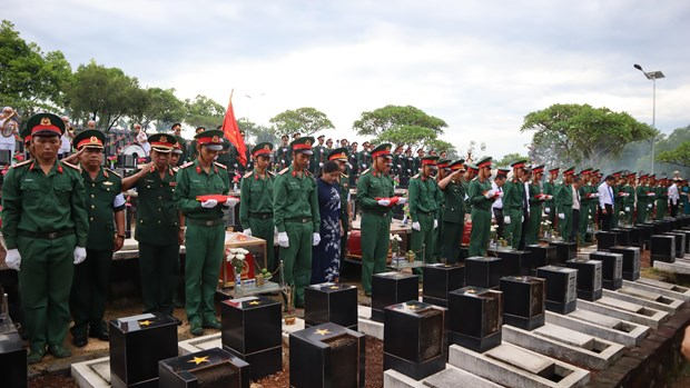 Binh Phuoc: Remains of fallen soldiers from Cambodia reburied hinh anh 1