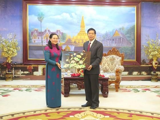 Officials highlight HCM City's respect for relations with Vientiane hinh anh 1