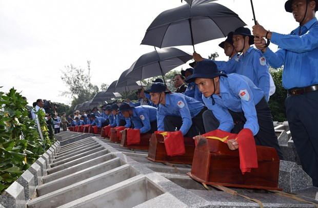 Dong Thap: Remains of martyrs found in Cambodia reburied hinh anh 1
