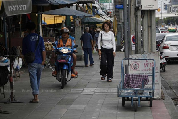 Thailand to double fine on motorbike approaching footpaths hinh anh 1