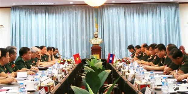 Vietnam, Laos hold first defence policy exchange hinh anh 1