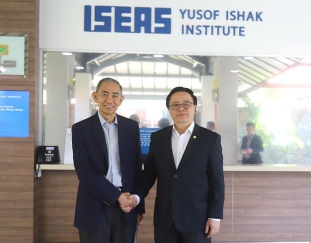 Communist Party of Vietnam delegation visits Singapore hinh anh 1