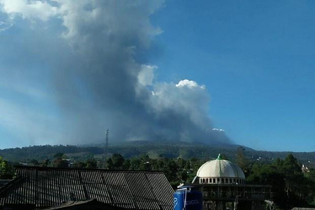 Indonesia: volcano erupts near Bandung city hinh anh 1