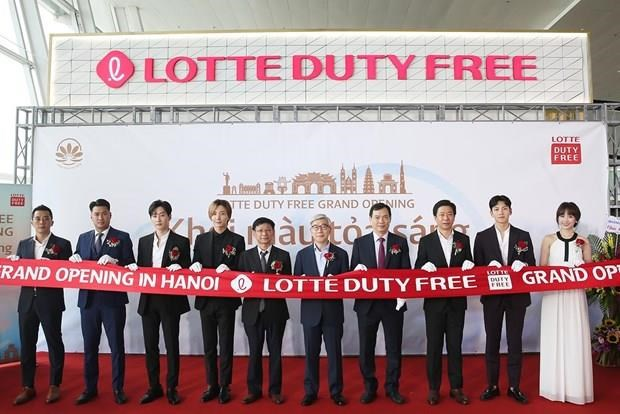 Lotte opens duty-free store at Noi Bai int'l airport hinh anh 1