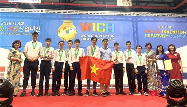 Hanoi students win gold medals at int'l invention contest hinh anh 1