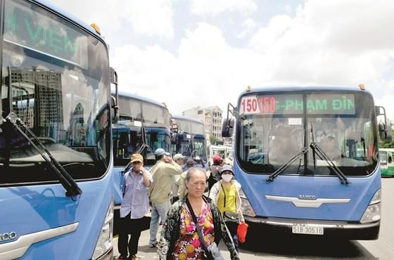 CNG buses in HCM City could lose fuel supply hinh anh 1