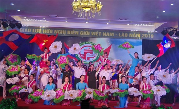Vietnam – Laos border friendship exchange held in Quang Tri hinh anh 1