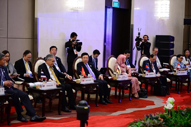 Vietnamese officials active at 52nd ASEAN Foreign Ministers' Meeting hinh anh 1