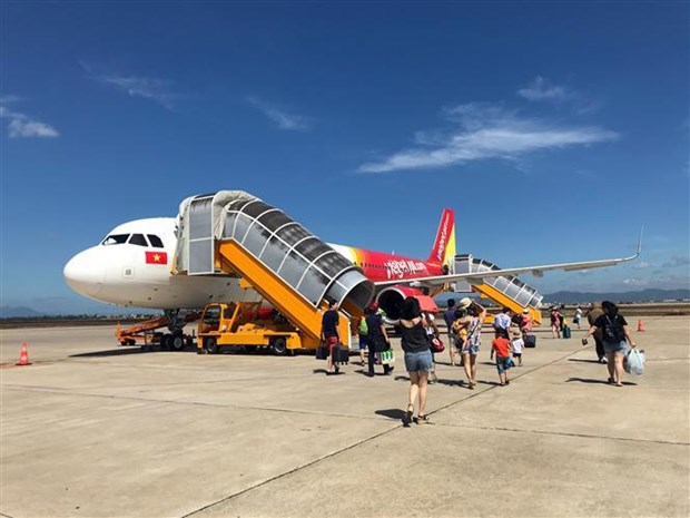 More airlines adjust flight schedules due to storm Wipha hinh anh 1