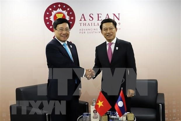 Vietnam active at multilateral, bilateral meetings within AMM-52 hinh anh 6