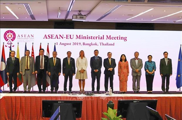 Vietnam vows to work for expanded ties between ASEAN and partners hinh anh 2