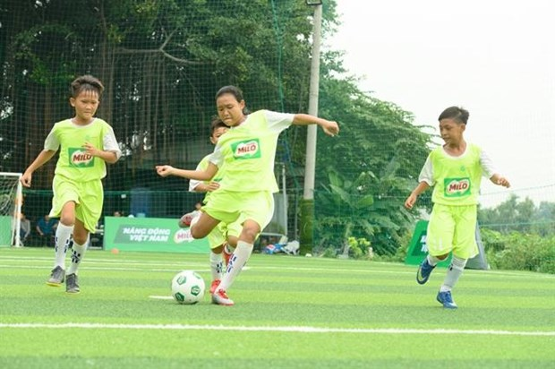 Eight young Vietnamese footballers play in 1st Milo Champions Cup in Spain hinh anh 1