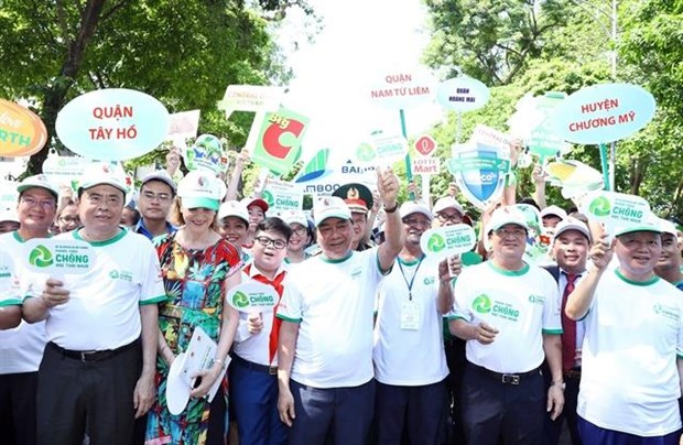 Health sector asked to minimise plastic waste hinh anh 1