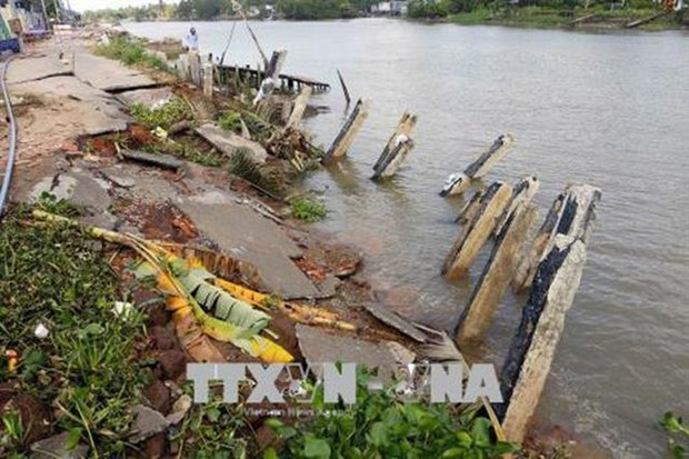 Mekong Delta suffers from coastal erosion, landslides hinh anh 1