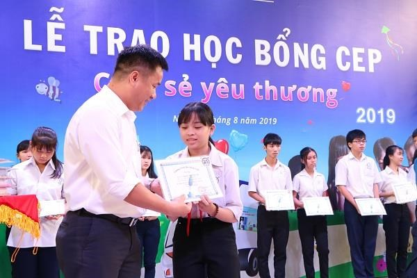 CEP Fund to present scholarships worth 8 billion VND to students hinh anh 1