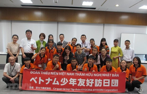 Vietnamese teenagers conclude friendship trip to Japan hinh anh 1