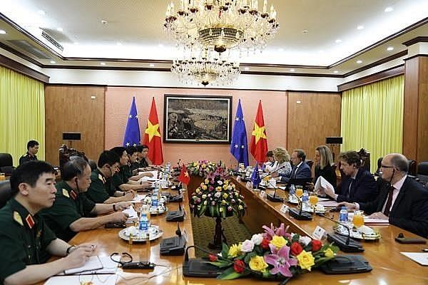 Vietnam, EU seek to boost ties in defence, security hinh anh 1